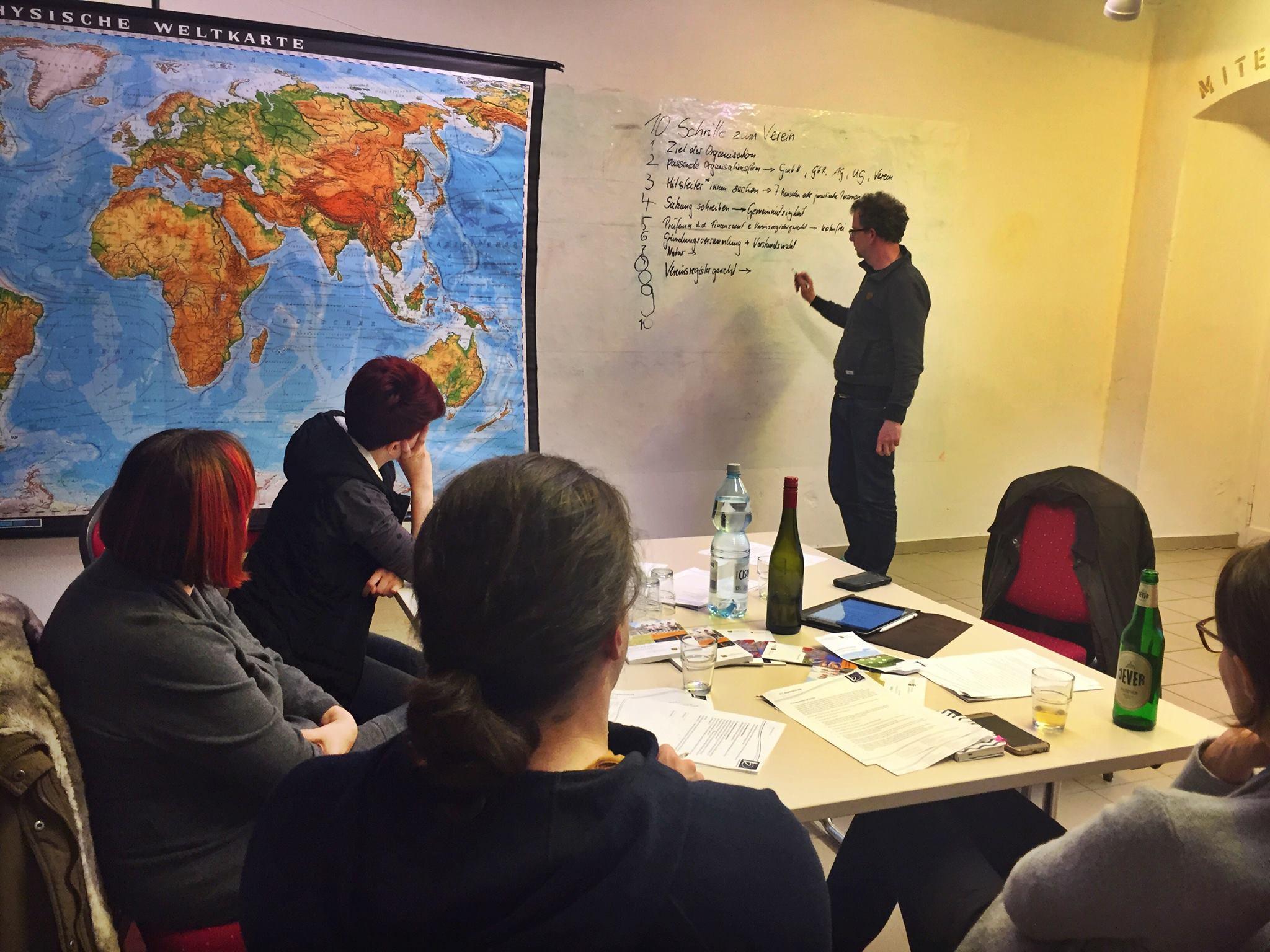 """Die erste Workshopserie im Atelier """"Infocafé"""" zum Thema Verein"""